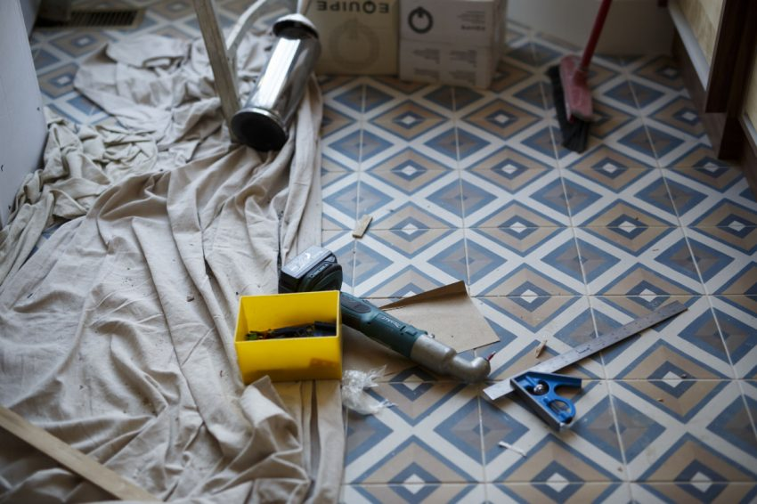 The renovation sector is expected to keep gaining ground over the year to come.    (COLE BURSTON/ FOR THE TORONTO STAR)