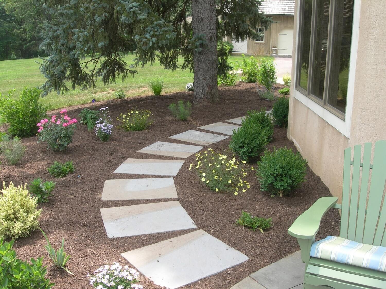 backyard-ideas-stone-pathway.jpg