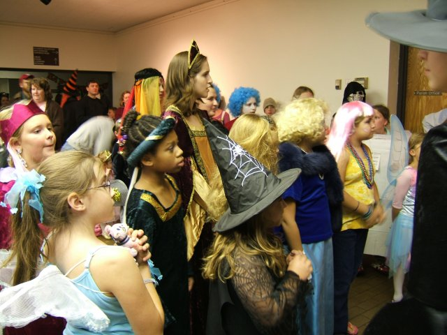 Contestants, Best Girl Costume, ages 8-17