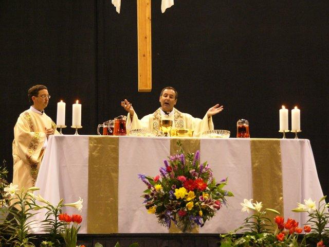 Fr. Joe sings the Eucharistic prayer.