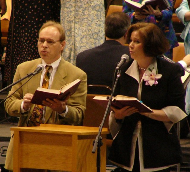 Jan and Robin sing praise to our God for the beauty of all creation!