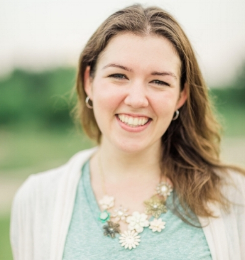 Casey is a DCH 5 Star Mentor, birth and postpartum doula who has worked with families for 11 years, and has been with Doulas of Capitol Hill since 2016.