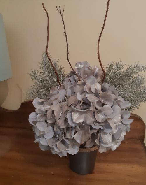 Metallic Paint Christmas Vase.jpg