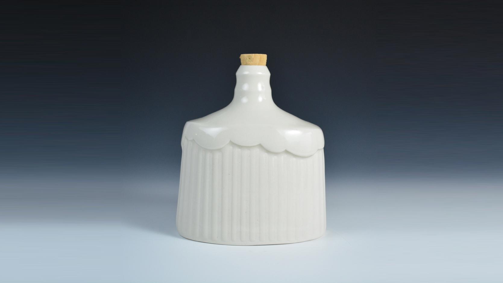 Mynthia McDaniel - Cloud Flask with cork BANNER.jpg