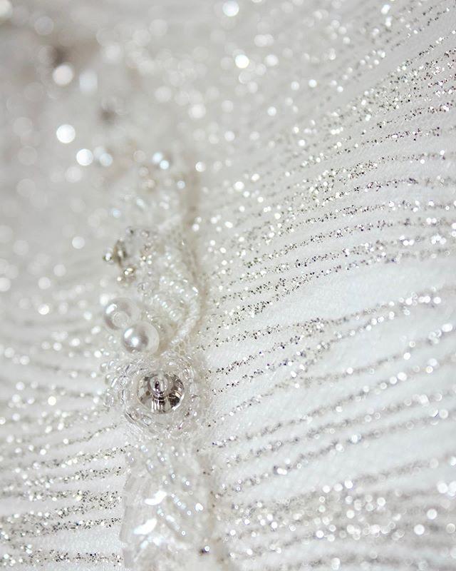 Шьём ли мы копии? #информация_WA Мы не занимаемся отшивом прямых копий одежды. Мы создаем уникальный образ на основе ваших пожеланий. Потому что мы уважаем труд наших коллег. Потому что зачастую просто невозможно найти или воссоздать уникальные материалы, из которых было создано платье, копию которого вы хотите. Но мы всегда учтем ваши пожелания и сможем создать платье по мотивам с любыми изменениями деталей. Пошив копий возможен только для коллекционных дизайнов.  Мы добавили раздел FAQ- ответы на самые популярные вопросы на сайте www.wedding-atelier.com/faq