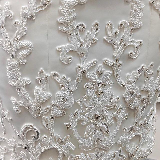 Детали ручной вышивки в платье на заказ для нашей невесты. Вышивка создавалась более 4х недель  Все платья в нашей студии изготавливаются под чутким руководством художника-модельера, каждое из них — результат тонкой ручной работы. Вы можете заказать платье по мотивам, с любыми изменениями по Вашему вкусу (крой, декор, тип кружева, оттенок, материал, фурнитура и т.д.) Заказы принимаем минимум за 2 мес до события. Записаться можно в Директ или по телефону +7-981-977-40-61