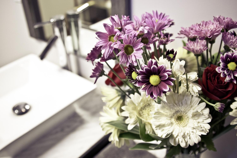 flex5-fitness-wellness-charlotte-bathroom-flowers.jpg