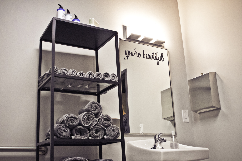 flex5-fitness-wellness-charlotte-bathroom-mirror.jpg