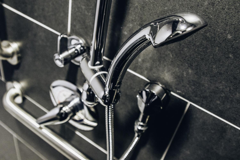 flex5-fitness-wellness-charlotte-bathroom-shower1.jpg
