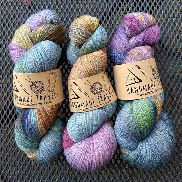 This colorway has sold out twice @fiberartsintheglen. It's a pain to make, but I love the variation in the end result.  So far, I haven't had it available online; does anyone want to put in an order if I do a run for my shop?  #fingerlakescolorway #indiedyer #WhiteGumWool #handdyedyarn #ethicalmerino #traceyouryarn #handmadetravelsyarn #handmadetravels