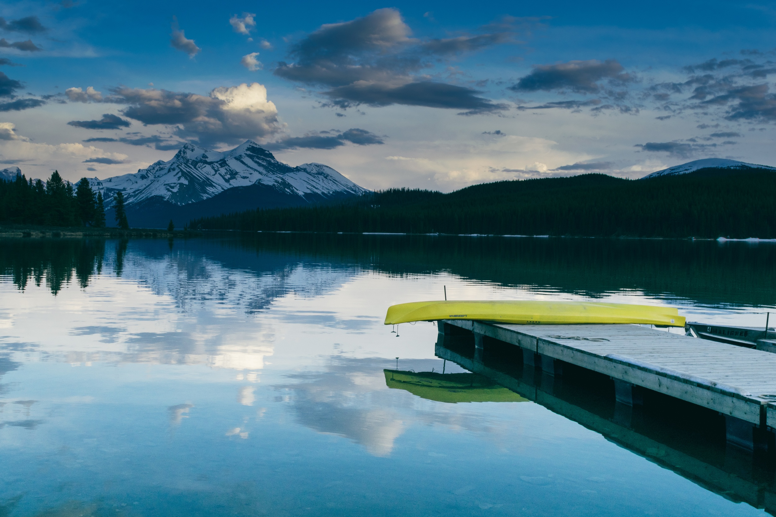 Free High Resolution Lake & Mountain
