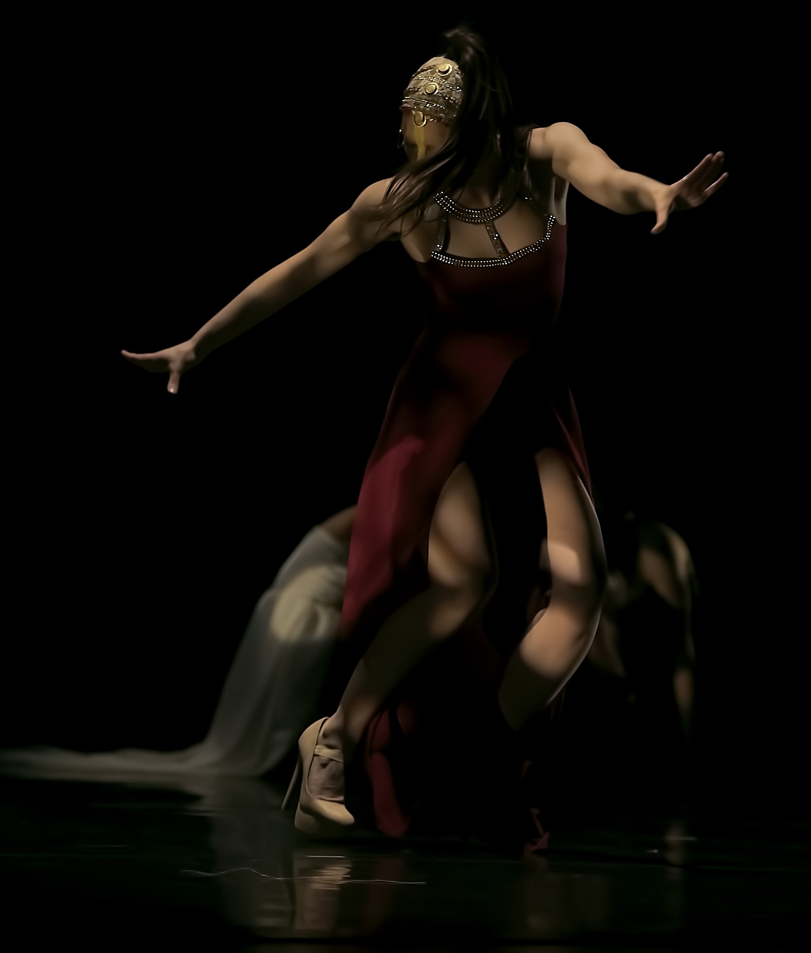 dancers-4291850_1920.jpg