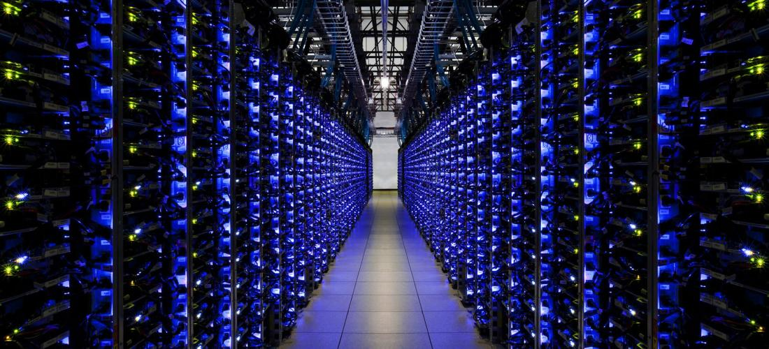 Servers-Server-Farm-Engine-Room.jpg
