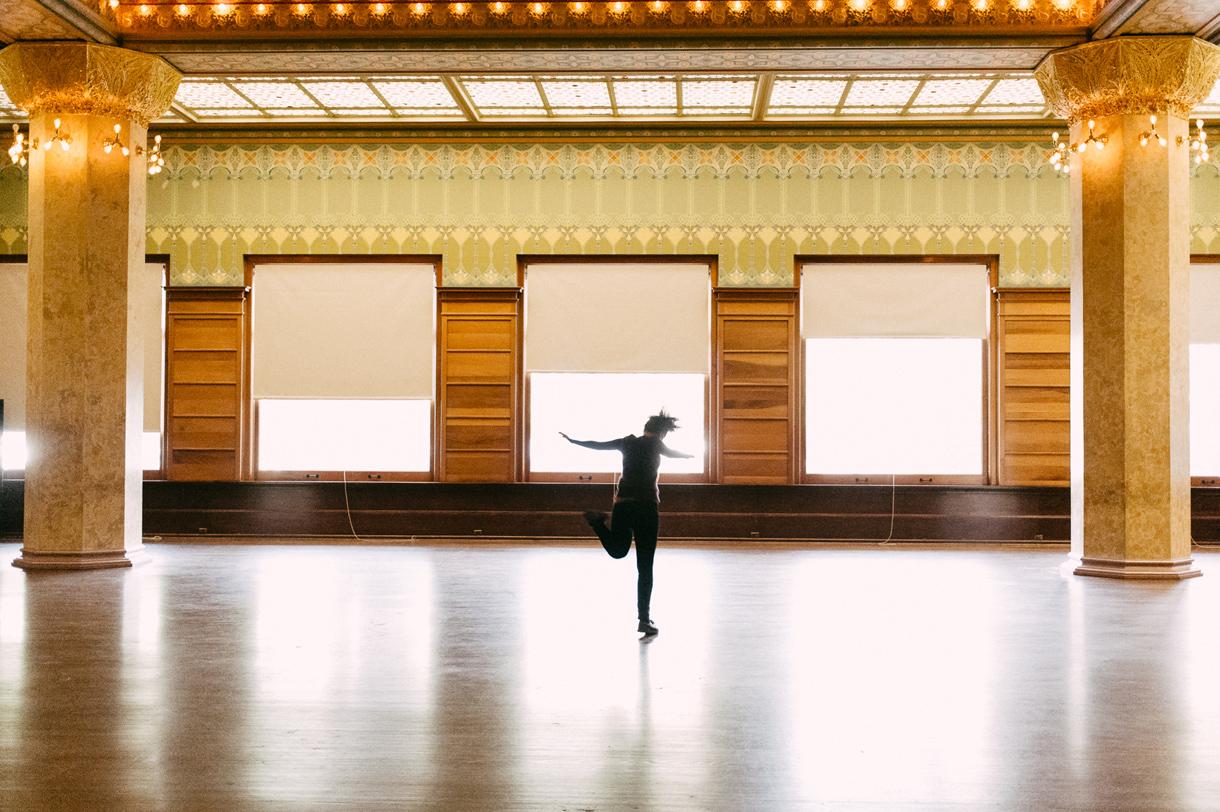 034-chicago-stock-room-dancing.jpg