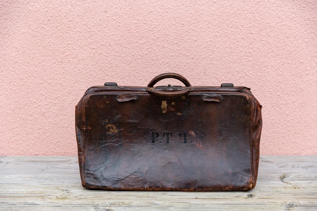 Vintage leather bag £5