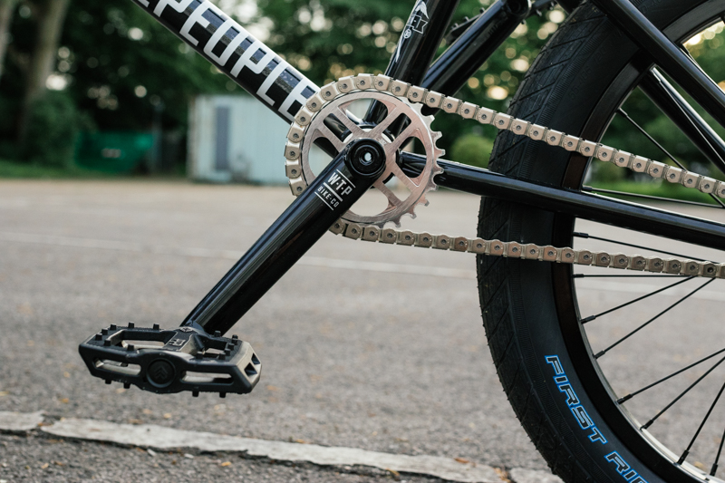 Cranks: WTP Royal 170mm Sprocket: WTP 4 Star prototype 26t Chain: KMC Knight Pedals: Eclat Slash