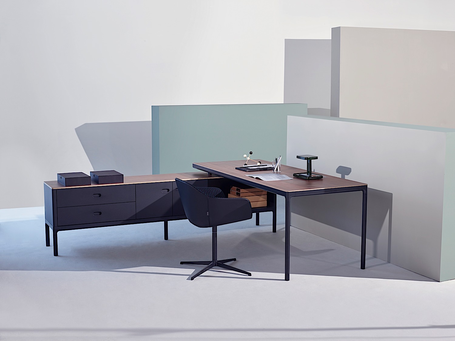 Edge office Executive desk