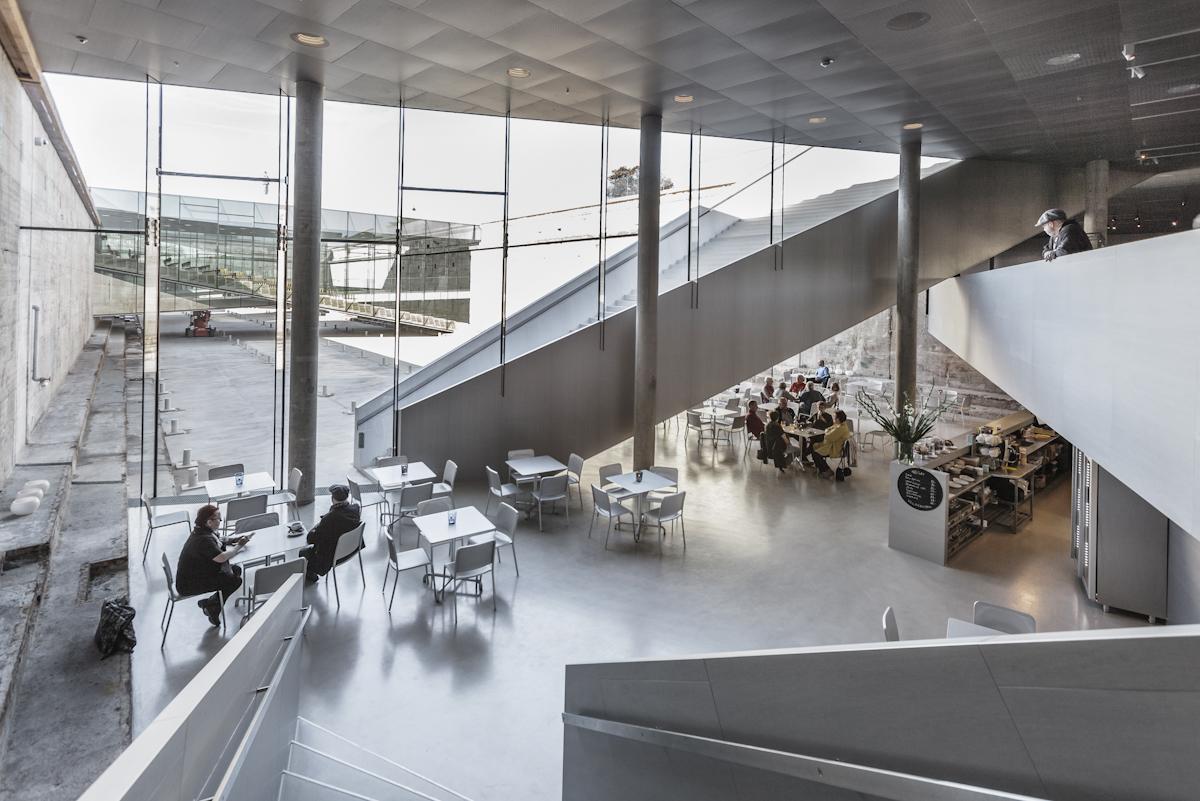 M/S Café - I tæt samarbejde med Museet for Søfart i Helsingør, driver vi vores nyeste medlem af Mundwerk-familien, M/S Café, der utvivlsomt har Danmarks bedste underjordiske udsigt. Læs mere om caféen, herunder menu og åbningstider, her.
