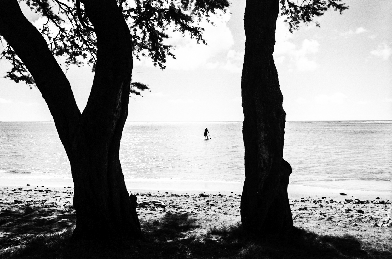 A paddle surfer.Honolulu, Hawaii. 2014   ©Go Nakamura     photography