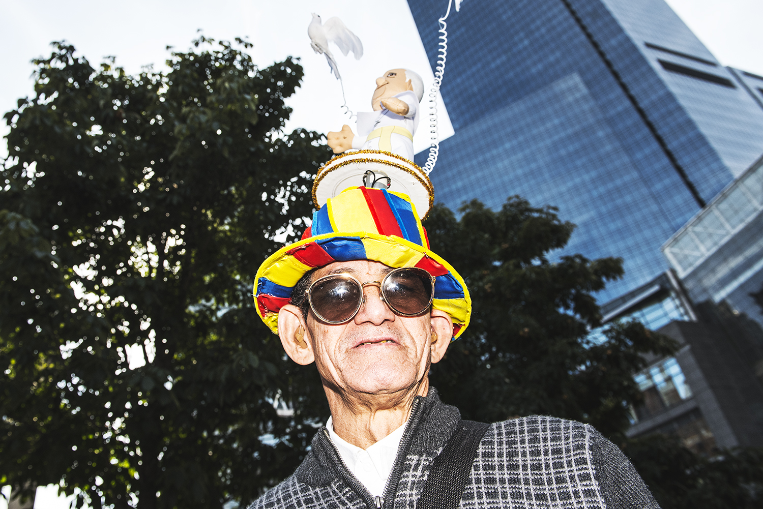 a Pope fan at Columbus Circle hoping and waiting to see Papal motorcade to pass by on Friday 9/25/2015. Papal visit in Central Park attracted tens of thousands of people in and outside of the park.  ©Go Nakamura     photography