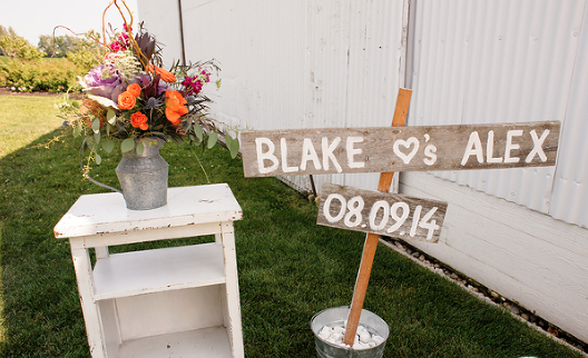 rustic wedding sign.png