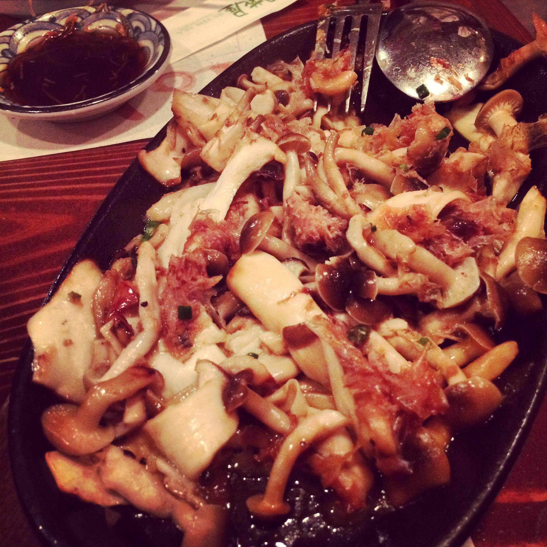 Sizzling SHIME-RINGI DE JUU or Garlic-butter mushrooms with bonito