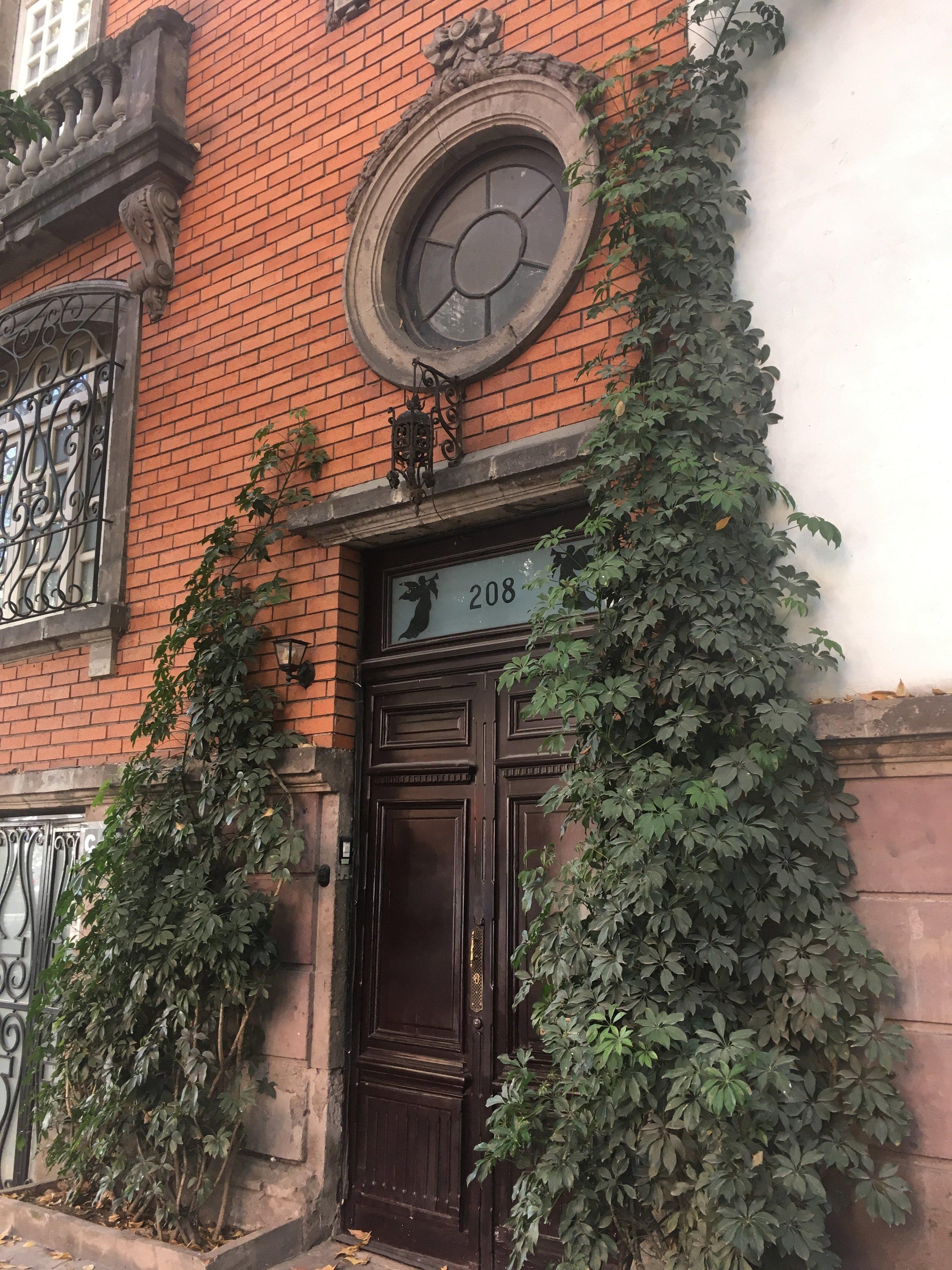 A doorway in La Roma