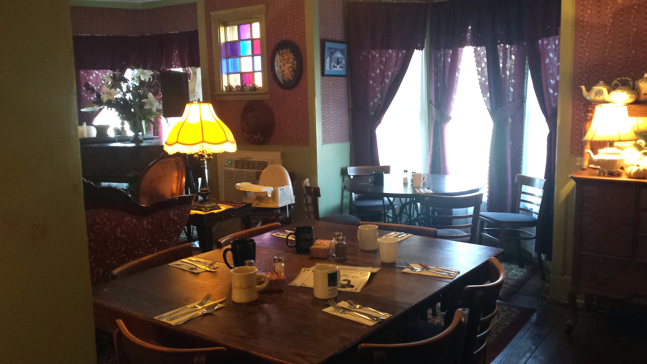 Cozy dining room at the Danville Inn