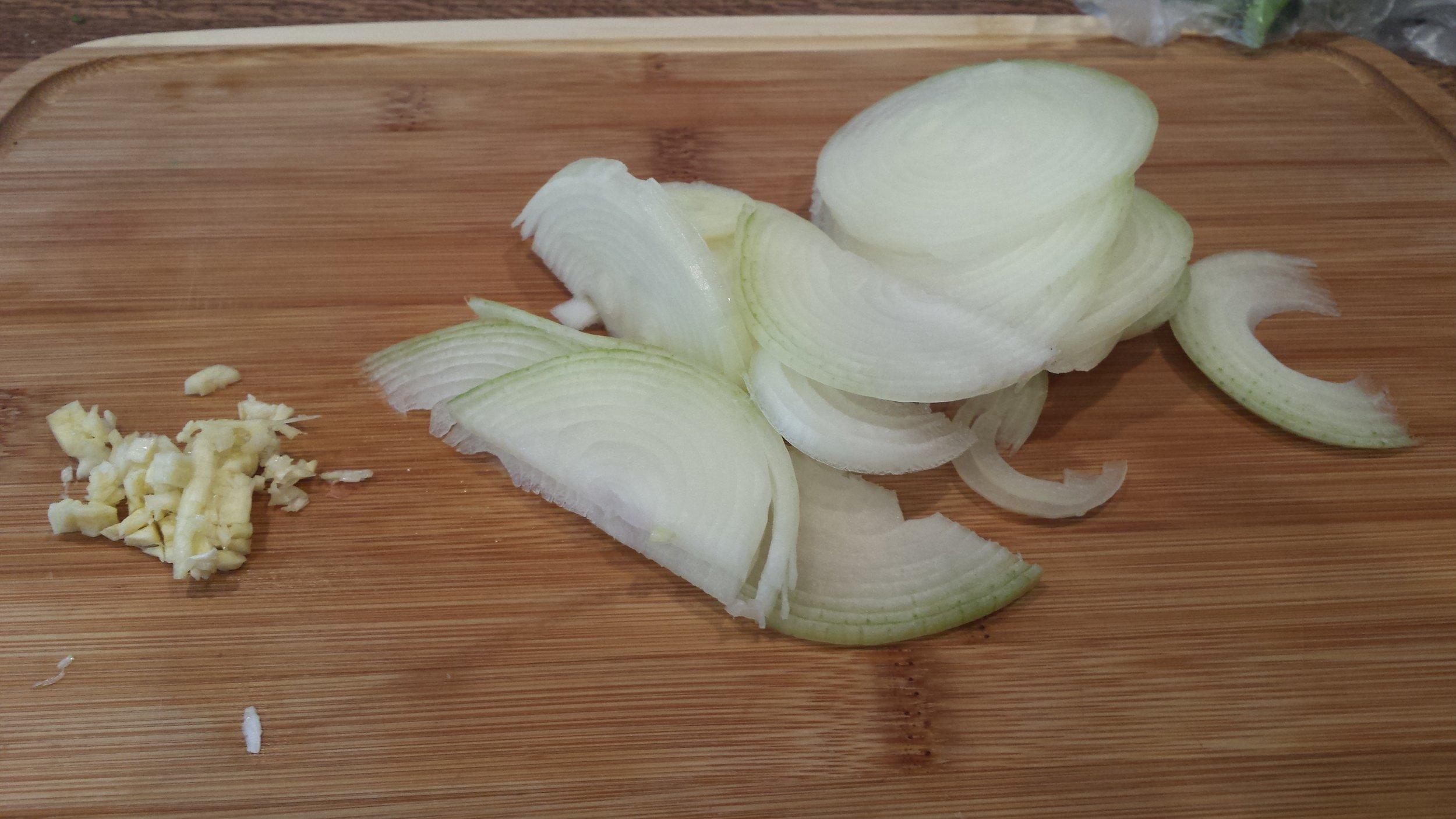 sliced-oninon-and-garlic.jpg