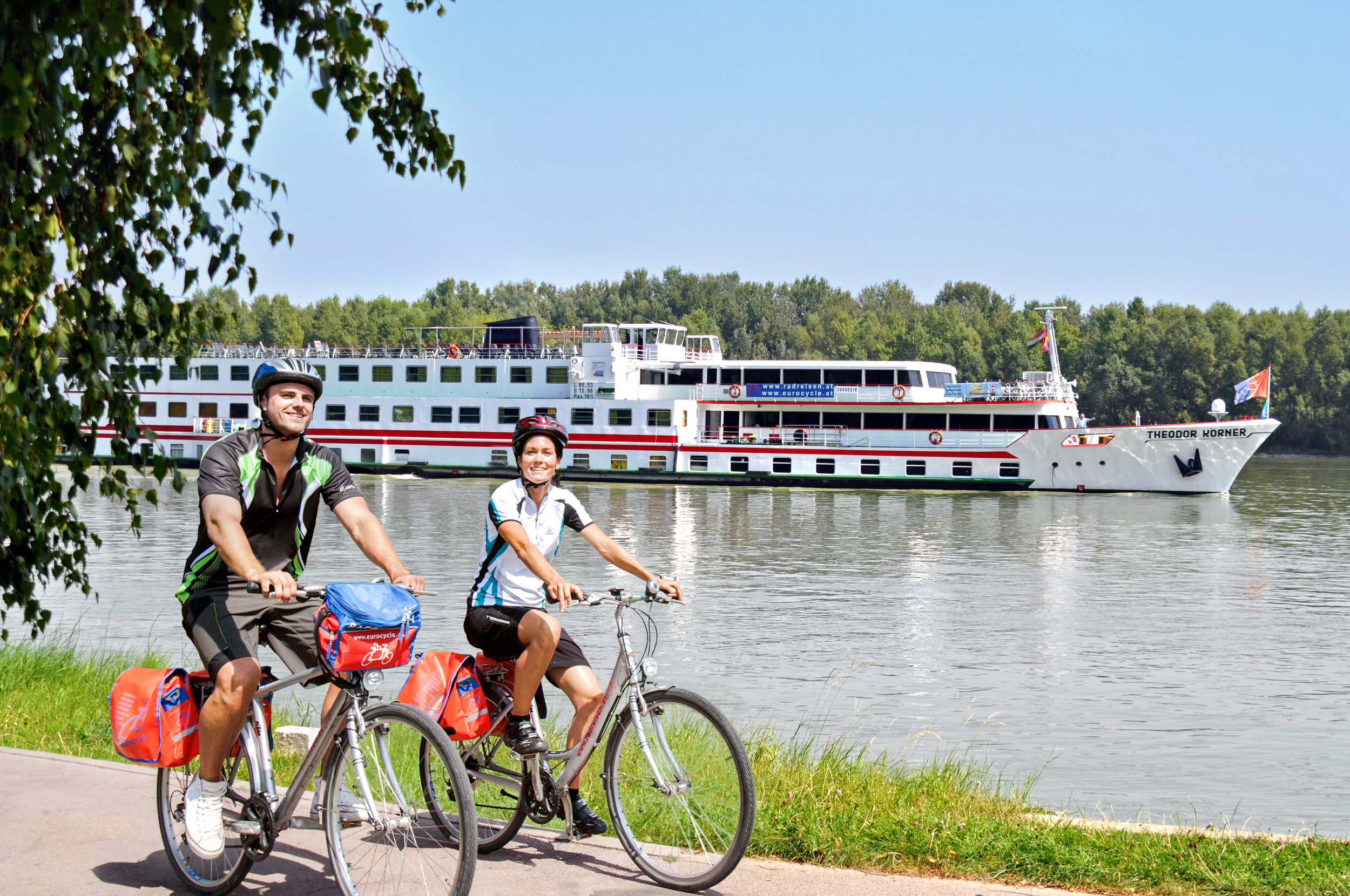 DonauimpressionTheodorKörnerRadfahrer.jpg