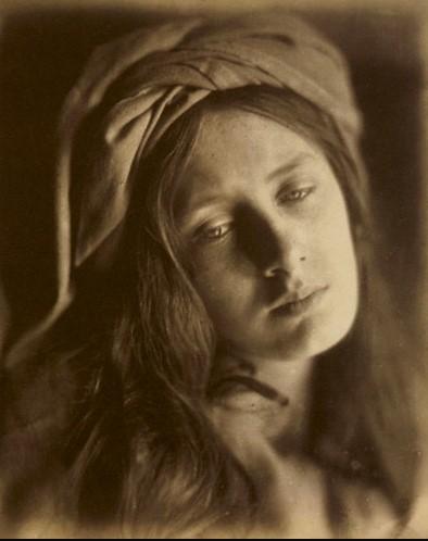 Julia Margaret Cameron,  Beatrice , 1866, albumen silver print, 33.8 × 26.4 cm, J. Paul Getty Museum, Los Angeles.  https://www.flickr.com/photos/geldenkirchen/275533515 .
