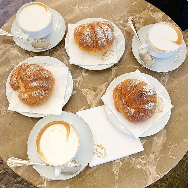 🥐and ☕️ stop before enjoying the day in Milano! #twonightsinmilan #twonightsinitaly #twonightsinmilano #TNImilan #TNImilano #TNIitaly