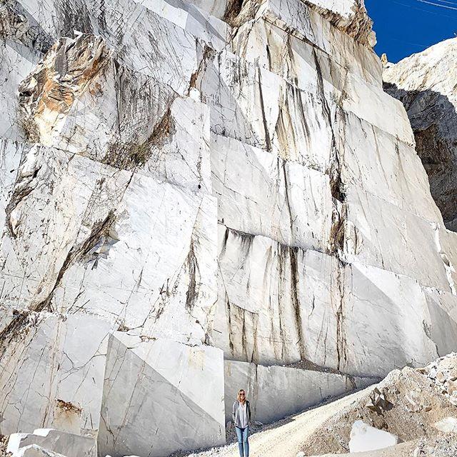 Lost in a world of Carrara marble ...a must when visiting Forte dei Marmi Thank you @principe_forte_dei_marmi for this unique experience #twonightsinitaly #twonightsinfortedeimarmi #TNIitaly #TNIfortedeimarmi #principefortedeimarmi