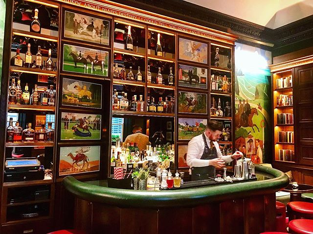 The guest-only bar, a perfect place to have a🍸 at the Shelbourne @theshelbournedublin @marriottintl #dublin #ireland #europe