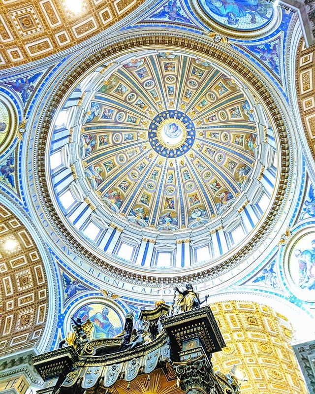 In Rome, it is always important to remember to look up. 🙄This is the incredible ceiling of St. Peter's Basilica at the Vatican🇻🇦 Photo credit to Michael #forbusinessorpleasure #the_explorers_club #rome #vatican #arthistory #italy #bernini