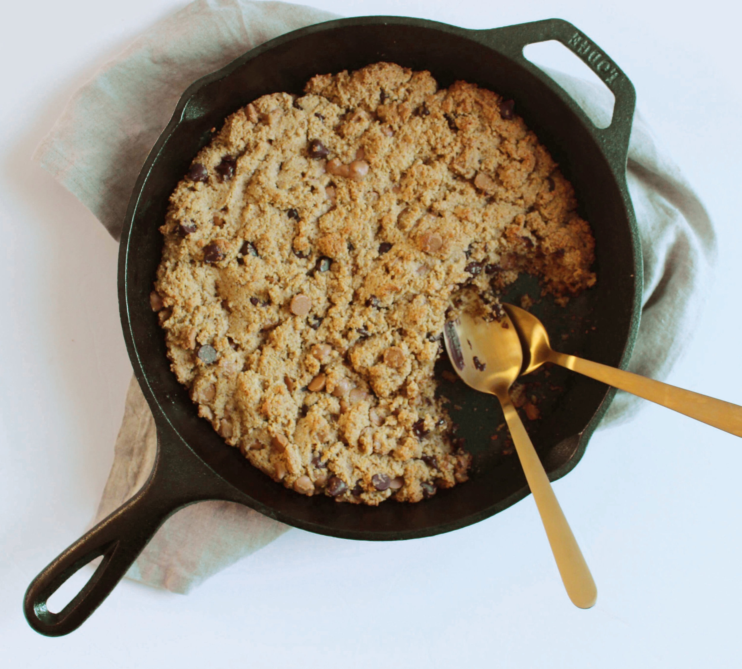 chocolate-peanut-butter-cookie-skillet