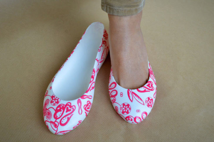 3D printed shoes with water transfer print. Source: http://www.3ders.org