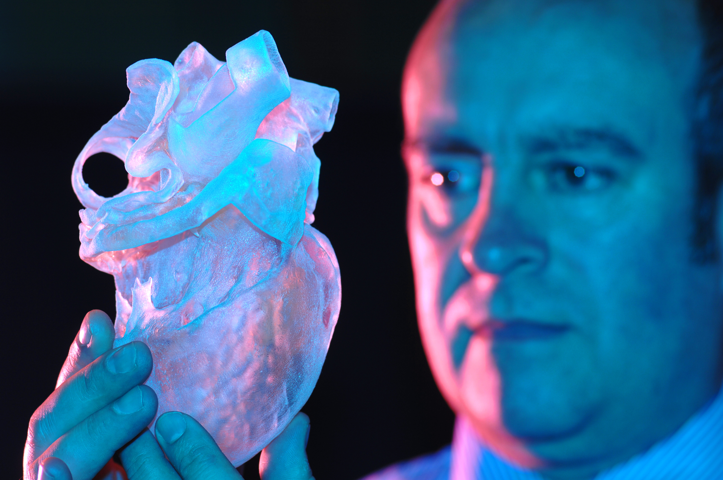 Dr. Greg Gibbons with 3D Printed derived from Leonardo da Vinci's drawing. Source: University of Warwick