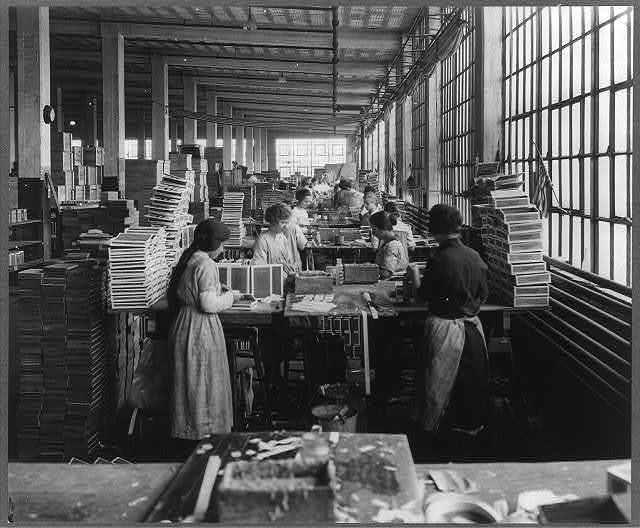 wooden-box-industry-women-in-work-room-of-box-factory-640.jpg