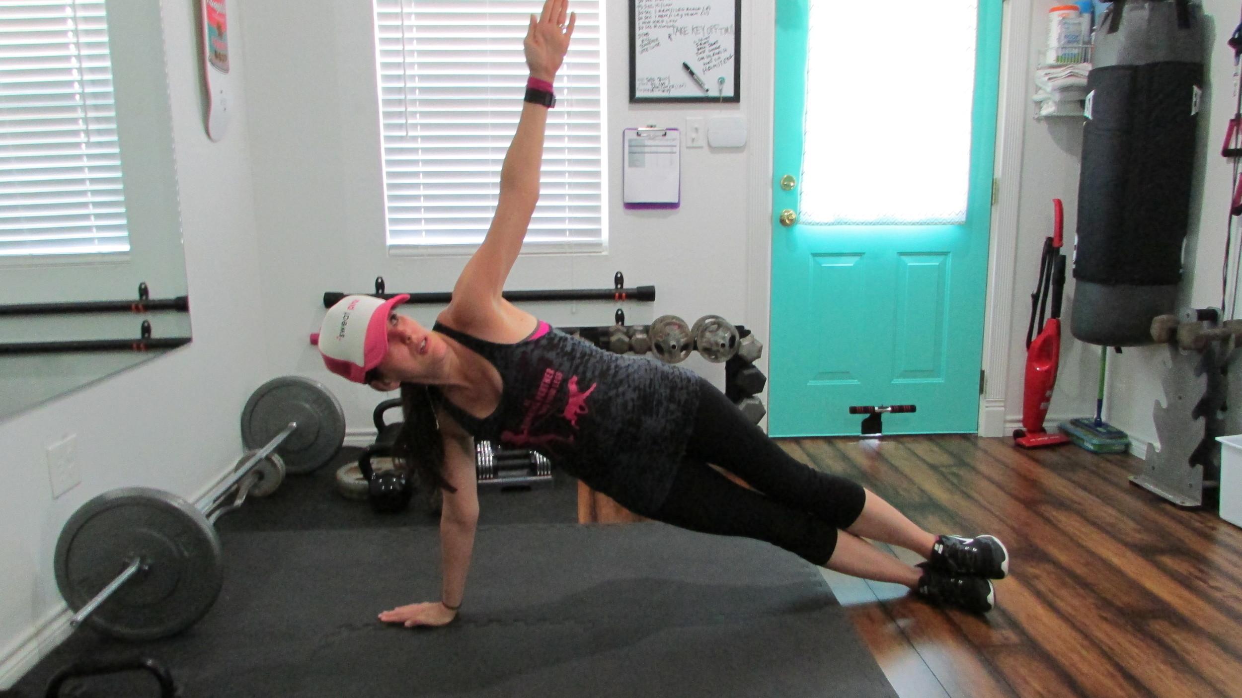 Lea Genders Fitness side plank