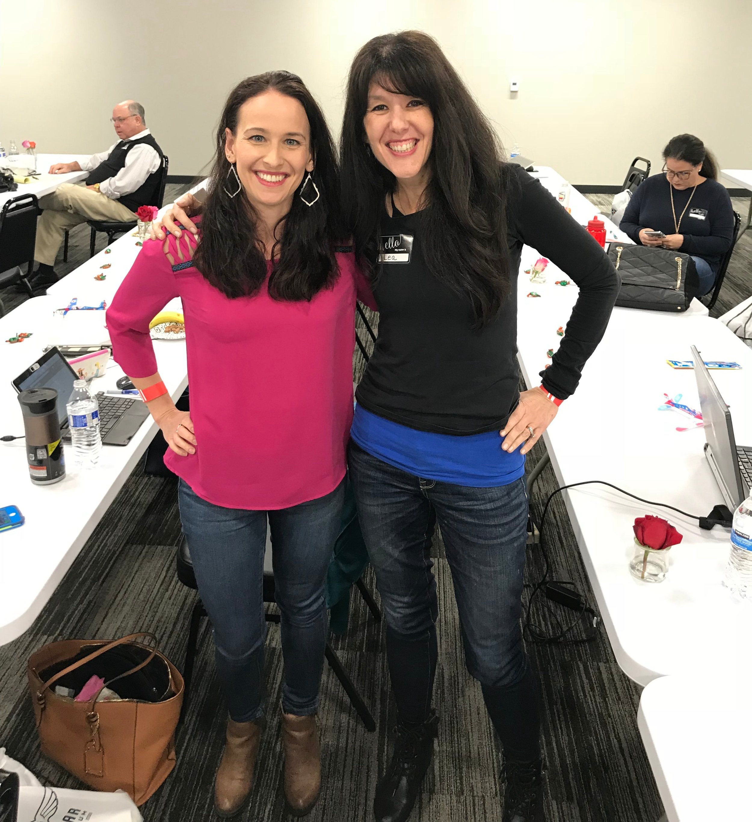 Two fitness bloggers in jeans? A rare occasion!