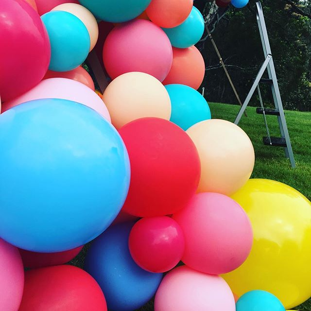 Our most exciting and colourful bump in @riverwoodweddings with @bangbangballoons cannot wait for the finished product #nosowhitewedding #weddingplanner #weddingcoordinator #weddingstyle #weddingballoons #ballooninstallation #banbangballoons #elleandsea
