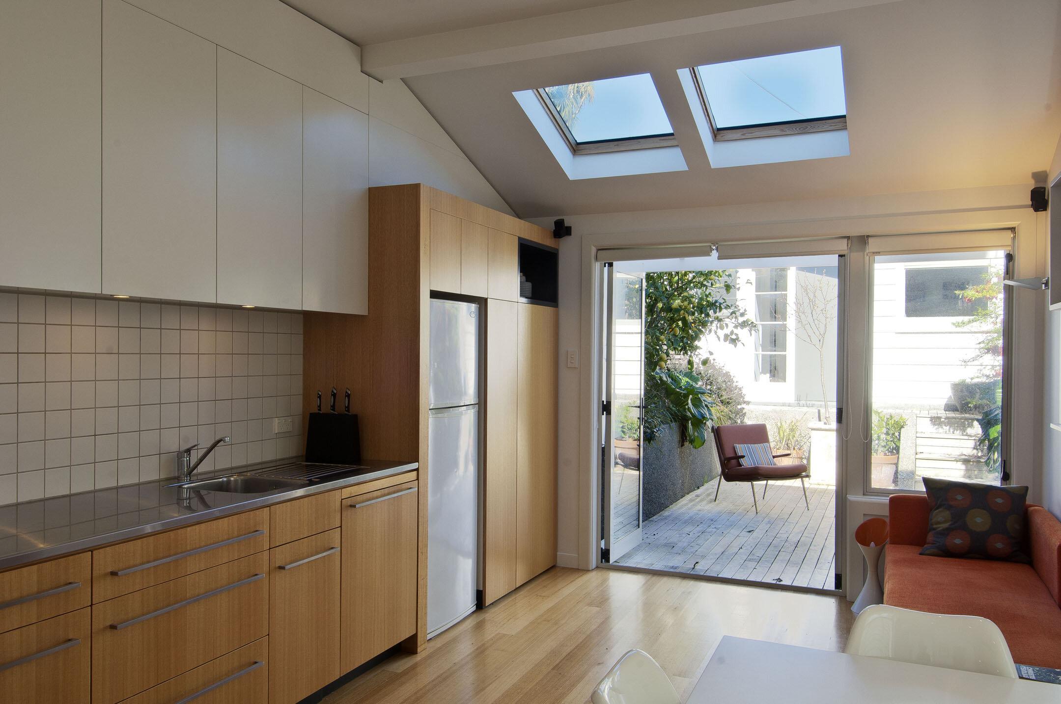 64_kitchen2courtyard.jpg
