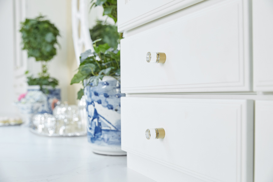 Schaub and Company's City Lights knobs add a modern touch with a hint of sparkle to traditional style cabinetry by Cliqstudios.