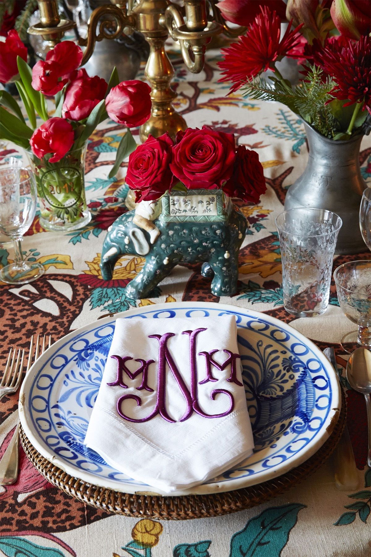 Fantastic tabletop by Michelle Nussbaumer via Veranda Magazine with gorgeous monogrammed napkins and blue and white dinnerware.