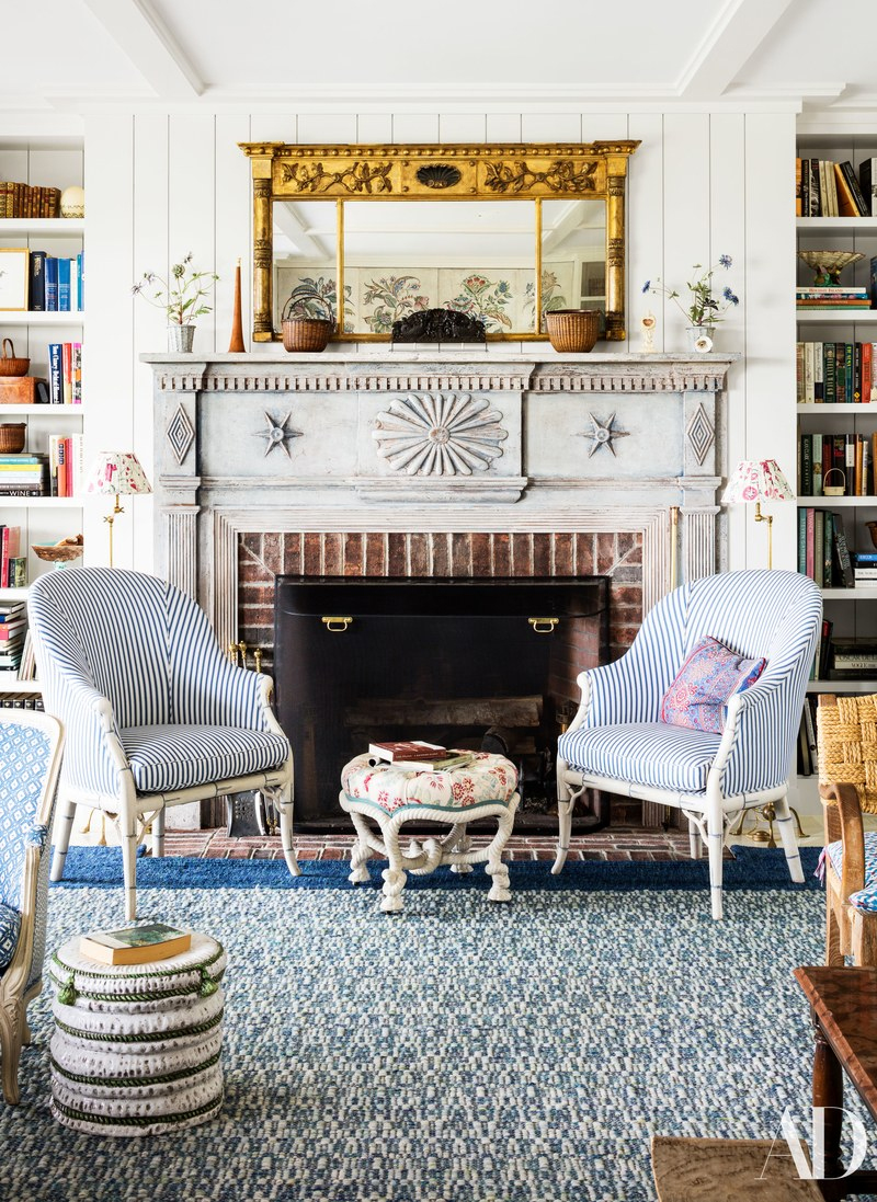 Markham Robertsadded loads of American stylein this charming living space.