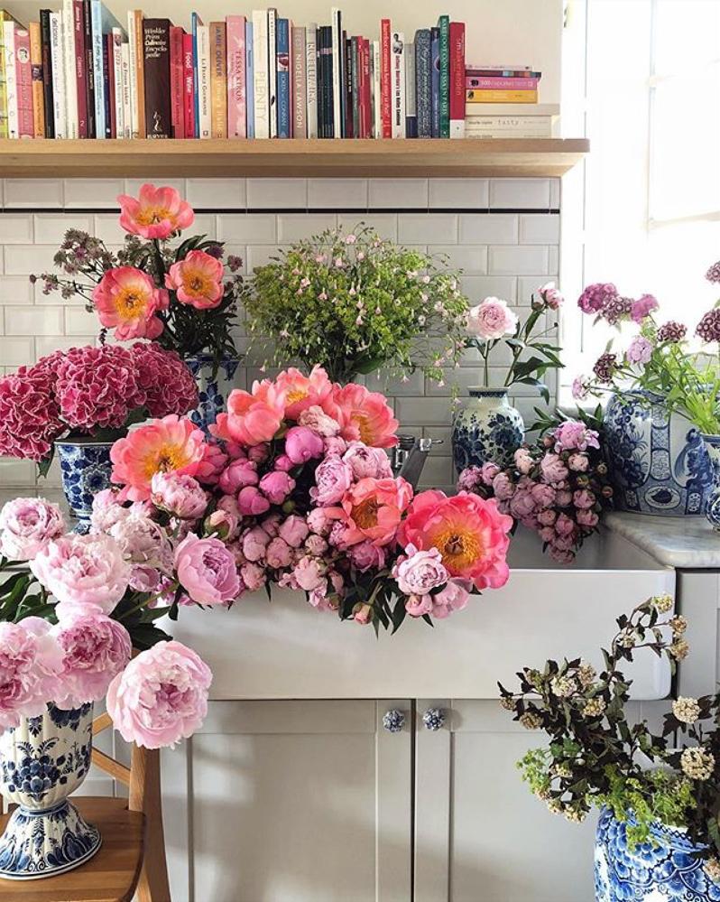 Natasja Sadi, from Cake Atelier Amsterdam, creates amazing floral arrangements usually using blue and white vases and jars.