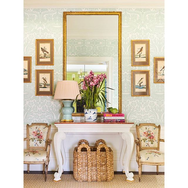 Oh my, isn't this such a pretty vignette?  It's from a gorgeous feature @megbraffdesigns designed in the latest @verandamag issue 💕 . . . . #classicdesign #interiorstyling #interiordesign #classicinteriors #traditionalinteriors