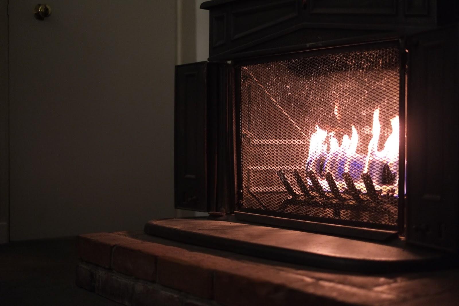 carmel-hofsas-house-inn-fireplace.JPG