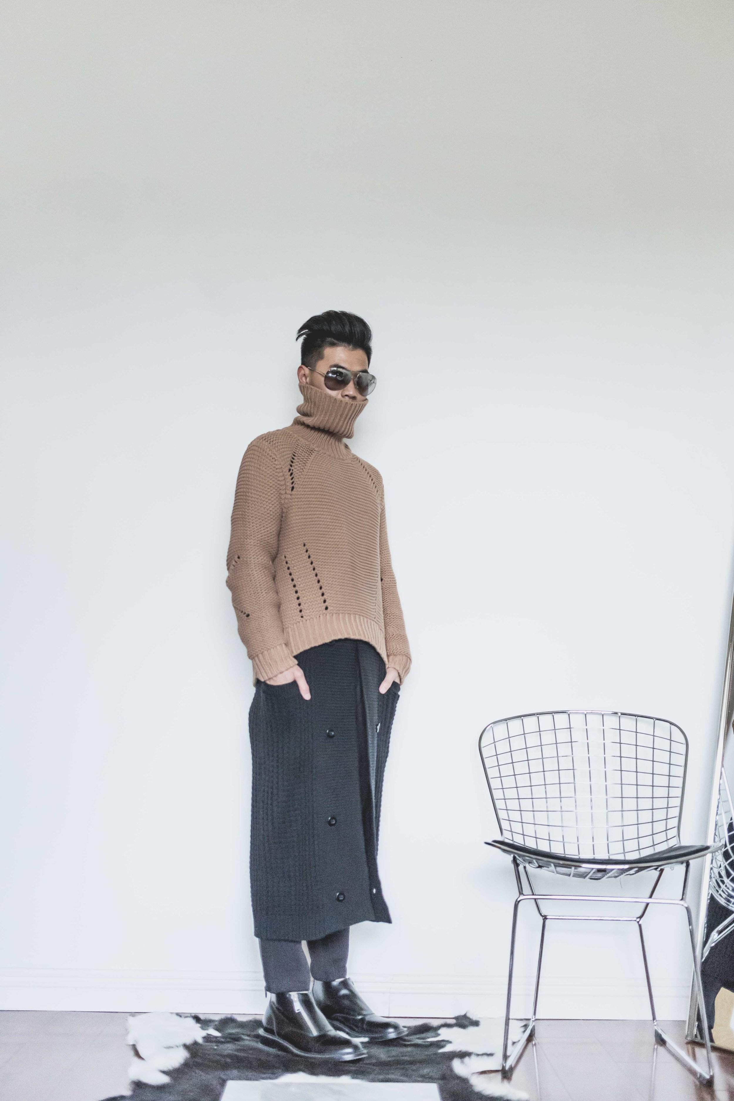 Joe Jeans    turtleneck sweater   /  Join Chapter    long cardigan   /  Dolce & Gabbana    reflective sunglasses   /  Saint Laurent    ankle boots